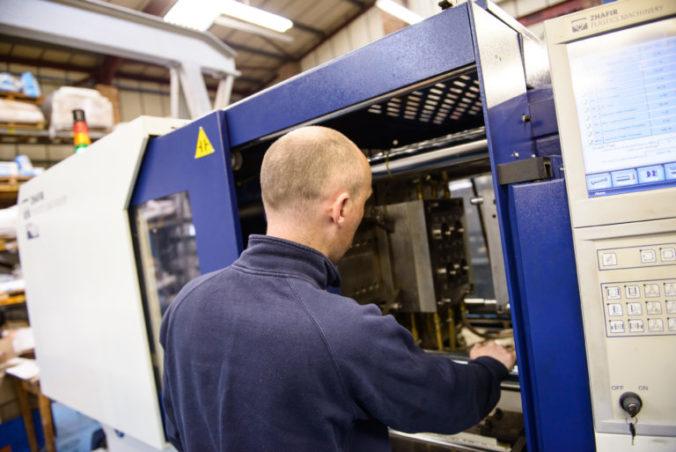 Plastics manufacturing machinery
