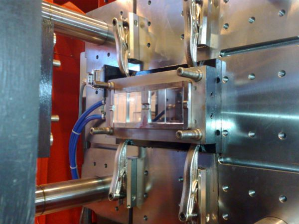 Lenzkes Mould Clamping Systems